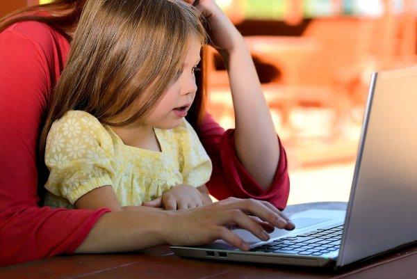 dziecko praca w domu