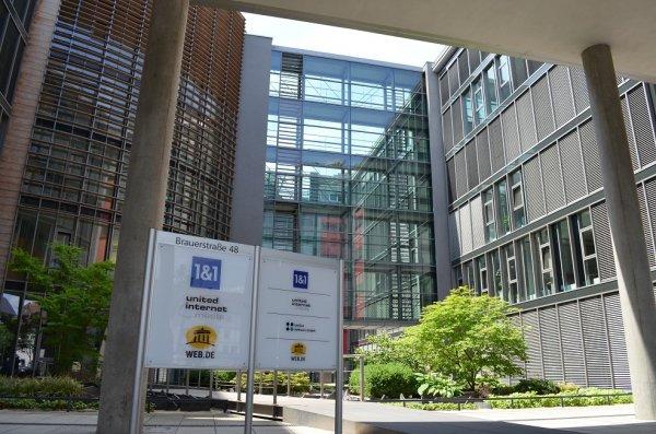 Centrum danych 1&1 w Karlsruhe (Niemcy) jest jednym z najnowocześniejszych w Europie i na świecie. Dach budynku o powierzchni 1200 m kw. został przeznaczony na systemy chłodzenia i UPS.