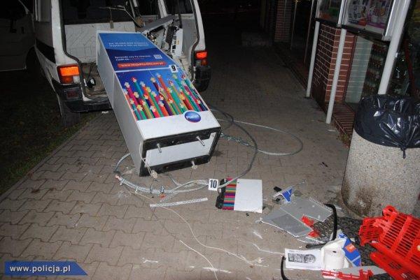 Wyrwany bankomat