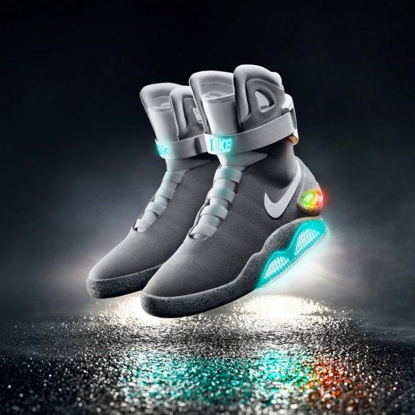 hot sale online 9c1d0 42188 Nike Mag 2015 - but zmieniający w czasie rzeczywistym swoje