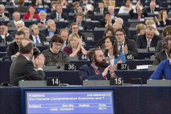 Parlament Europejski - głosowanie w sprawie CETA