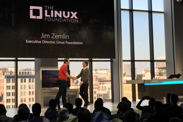 Microsoft dołącza do Linux Foundation