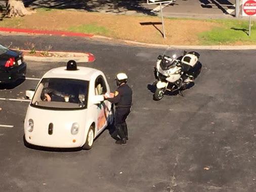 Auto Google i policjant