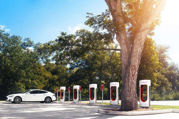 Punkt ładowania - Tesla
