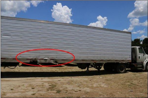 Wypadek auta Tesli - ciężarówka