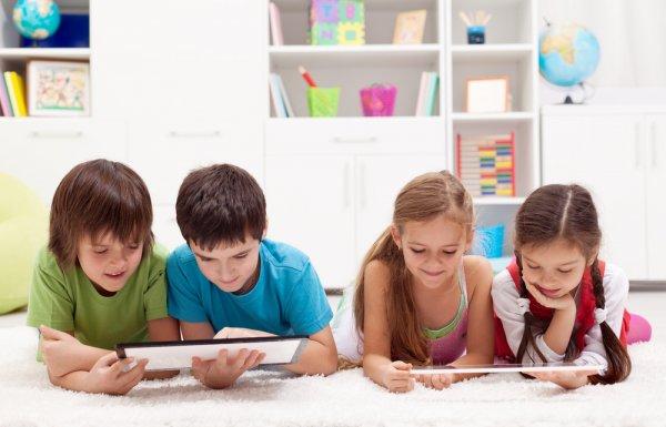 Dzieci e-podręczniki e-learning - shutterstock