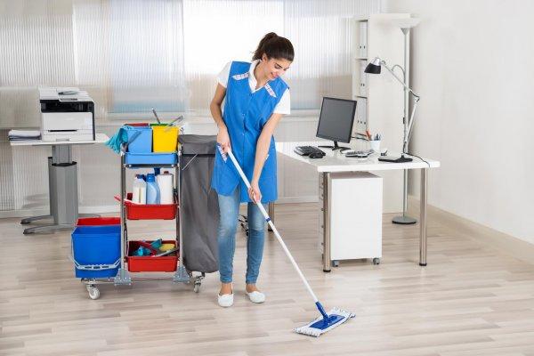 sprzątanie - zdjęcie fotolia, dla czystowpracy.pl