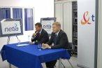 Prezes TP Maciej Witucki (niebieski krawat) i prezes Netii Mirosław Godlewski (czerwony krawat)