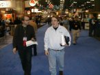 Linus Torvalds (po prawej) na konferencji Linux World w roku 2000