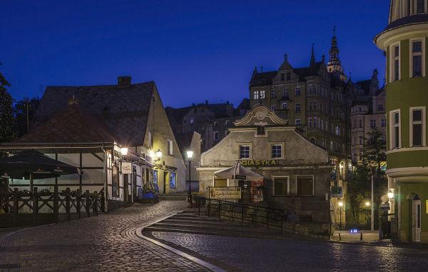 Kłodzko, historyczny układ urbanistyczny - ośrodek historyczny miasta Kłodzko z zachowanymi niekompletnie miejskimi murami obronnymi wraz ze średniowiecznym mostem i wyspą Piasek