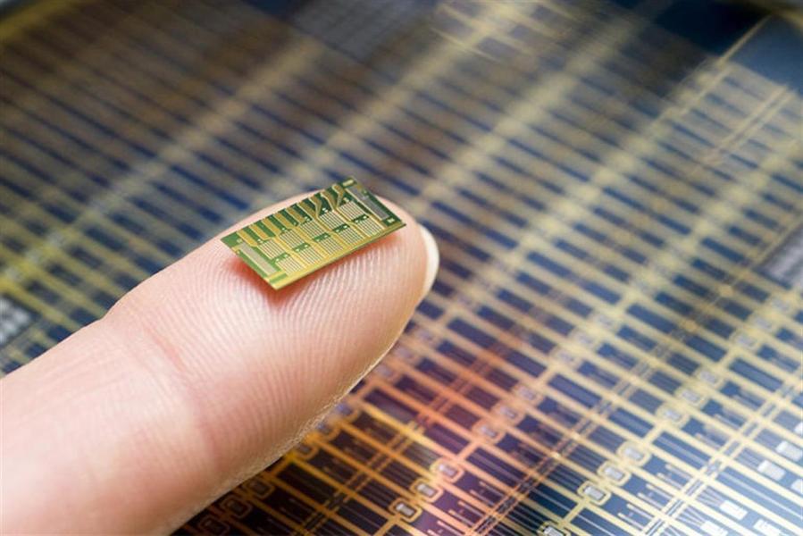 Sterowany radiowo mikrochip