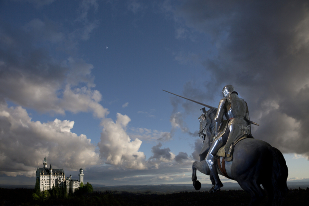 Rycerz z kopią na koniu, fot. Shutterstock.com