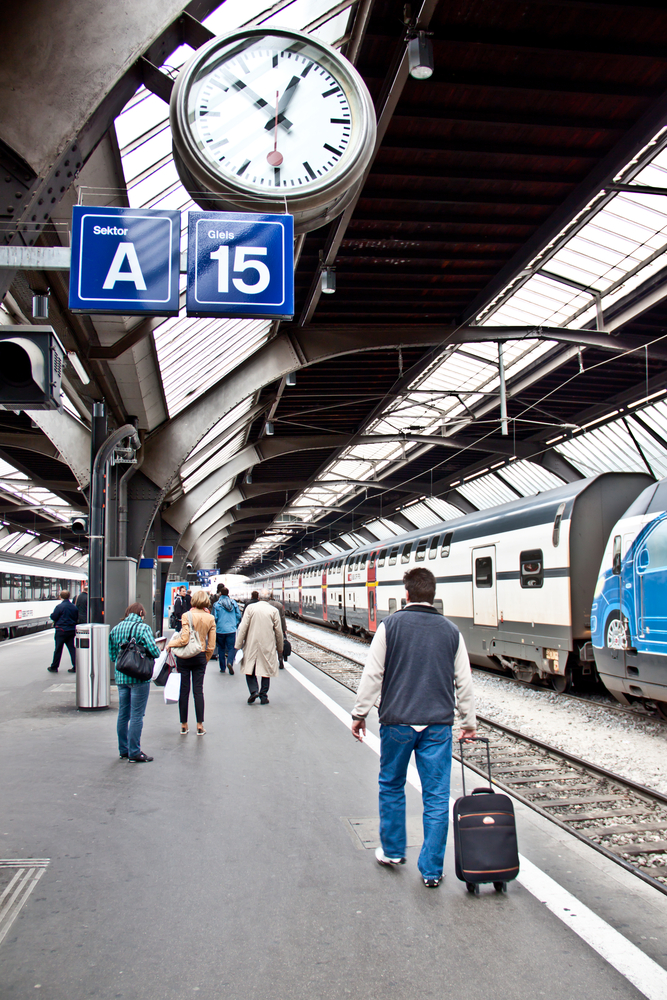 Zegar na dworcu w Zurych, fot. Shutterstock.com