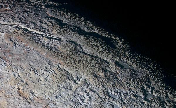 Zdjęcie Plutona - skóra węża