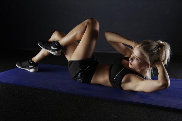 sport kobieta brzuszki