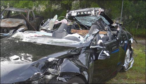 Auto Tesli po wypadku
