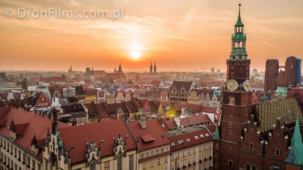 Wrocławski Rynek, godzina ok. 5.30 rano. Zdjęcie z Inspire 1 PRO wykonane przez Rafała Ciska i Aleksandra Górala