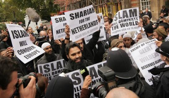 Demonstracja wyznawców islamu