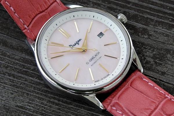 Prezent. Biżuteria dla kobiety. Klasyczny zegarek ręczny